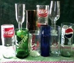 Vasos con botellas.